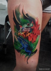 Realistic green and blue frogs tattoo on thigh by Led Coult
