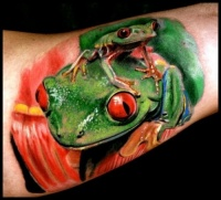Realistic green frogs tattoo by andrea afferni